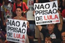 PT faz vigília e promete cordão humano para impedir que a PF prenda Lula (Veja o Vídeo)