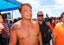 """Questionado se tinha tatuagem de Temer """"na bunda"""", deputado tatuado esbofeteia ex-vereador (Veja o Vídeo)"""