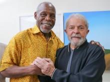Ator americano, marido de ativista brasileira, visita Lula e é festejado por petistas (Veja o Vídeo)