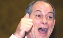 """Em restaurante, Ciro é constrangido por gritos de """"Bolsonaro"""" (Veja o Vídeo)"""