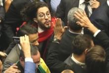 Jean Wyllys diz, com arrogância, que cuspiria novamente na cara de Bolsonaro (Veja o Vídeo)