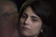 Manuela D'Ávila, triste, busca o isolamento (Veja o Vídeo)