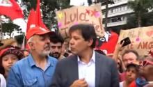 """Haddad visita Lula, fala para uma plateia de """"militontos"""" e garante que o petista está """"sóbrio"""" (Veja o Vídeo)"""