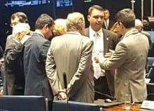 Flávio Bolsonaro entra em ação para evitar Renan