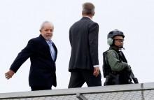 Saidinha de Lula para velório culmina em tapa na cara da população