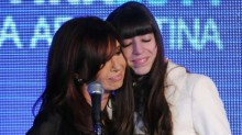 """Cristina Kirchner e Florença, a mãe impedida de deixar o país e a filha """"escondida"""" em Cuba"""