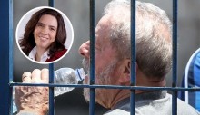 """Mônica """"Lula"""" Bergamo sai emocionada da cela do presidiário (Veja o Vídeo)"""