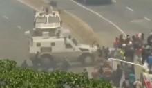 Blindados de Maduro atropelam o povo nas ruas e esquerda brasileira silencia (veja o vídeo)