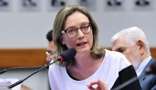 Maria do Rosário, descontrolada como nunca, tenta encenar agressão de deputados do PSL (veja o vídeo)