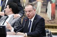 PEC que proíbe pagamentos vitalícios a ex-governantes é aprovada na CCJ da Câmara