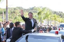 Bolsonaro é ovacionado e aclamado pelo povo, mas os safados da Globo escondem a verdade! (Veja o Vídeo)