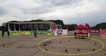 """Manifestação """"Lula Livre"""" em Brasília tem mais pombos do que gente"""