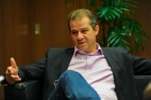 Covarde, deputado petista morde deputado do NOVO durante briga na ALESP (veja o vídeo)