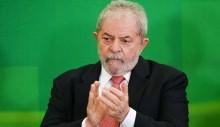 Em palestra com dezenas de cadeiras vazias, Lula ataca a imprensa com alegações erradas