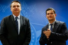 """Ao vivo e em frente a jornalistas, Bolsonaro desmente """"fake news"""" que envolve Moro (veja o vídeo)"""