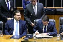 O cheque assinado por Jair Bolsonaro