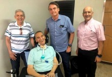 Bolsonaro e os ministros Heleno e Ramos fazem agradável surpresa ao general Villas Boas