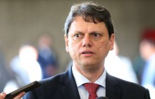 Fiel a Bolsonaro, Tarcísio recusa convites de filiação do PSL e do DEM