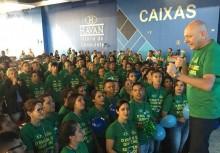 Taxado de explorador pela esquerda, Luciano Hang paga 14º salário a funcionários