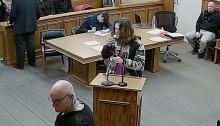 Maconheiro acende o cigarro de maconha na frente do juiz e se dá mal (veja o vídeo)