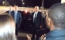 Haitiano, imita Adélio e se infiltra entre simpatizantes, para insultar Bolsonaro (veja o vídeo)