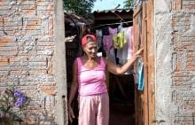 Favelados rompem o isolamento em busca de comida em São Paulo e Dória permanece inerte