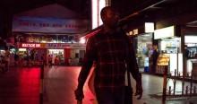 """Cidade chinesa proíbe negros de ir a restaurantes e hotéis: """"Estou dormindo debaixo da ponte"""""""