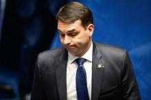 Havia um Flávio Bolsonaro no meio do caminho