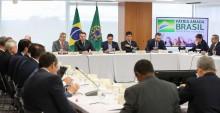 A reunião ministerial: O povão aplaudiu de pé...