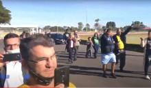 AO VIVO: Bolsonaro abre os portões do Palácio da Alvorada para receber o povo (veja o vídeo)