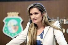 Filha de deputada do PCdoB recebeu auxílio emergencial, parlamentar pede desculpas e devolve a grana