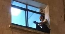 Filho escala parede do hospital para se despedir da mãe, internada com Covid-19