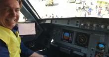 Bolsonaro comanda avião em Congonhas (veja o vídeo)