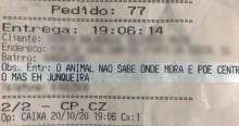 """Caixa de restaurante ofende cliente em comanda e é demitido: """"o animal não sabe onde mora"""""""