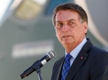 """""""Vacina emergencial, não-obrigatória, está a caminho"""", avisa Bolsonaro"""