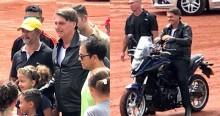 Bolsonaro sai em passeio de moto e populares fazem a maior festa com o presidente (veja o vídeo)