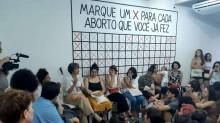 """Grupo de mulheres se une para abortar fora do Brasil e planeja legalizar o procedimento com lei chamada """"Damares"""""""