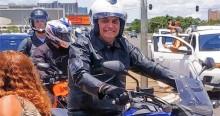 AO VIVO: Sereno e tranquilo, Bolsonaro percorre Brasília de moto (veja o vídeo)