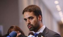 Eduardo Leite, o 'calcinha apertada gaúcho', manda dispersar banhistas à bala