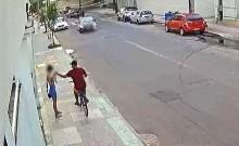 SE DEU MAL: Bandido rouba celular de mulher, mas é atropelado pelo namorado da vítima (veja o vídeo)