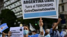 Argentinos vão às ruas contra fechamento de escolas