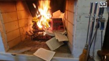 Eu confesso. Vi o vídeo do Nando Moura queimando os livros do Olavo de Carvalho