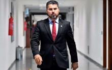 Na tentativa de lacrar e aparecer, Felipe Neto acusa senador e novamente passa vergonha