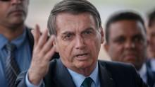 """Em discurso forte, ao lado de generais, Bolsonaro declara: """"Queremos paz, progresso e liberdade"""" (veja o vídeo)"""
