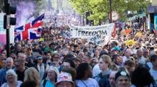Ingleses e italianos vão às ruas por liberdade