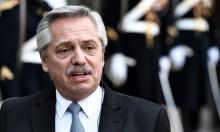 """Desastrado, presidente da Argentina começa a falar bobagens publicamente e diz que brasileiros vieram da """"selva"""" (veja o vídeo)"""