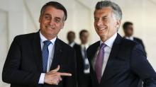 """Ex-presidente da Argentina dá """"lição"""" em Fernandez e envia pedido de desculpas a Bolsonaro"""