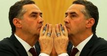 """Suprema estampa: """"Espelho, espelho meu, existe alguém mais SUPREMO (A) do que eu?"""""""