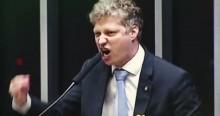 """Na """"cara"""" dos deputados, Marcel esfrega indignação com o aumento do Fundão e detona: """"É escarrar na cara do cidadão"""" (veja o vídeo)"""