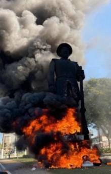 O ato de terrorismo contra a estátua de Borba Gato e o simbolismo do que a esquerda fará com o país se voltar ao poder